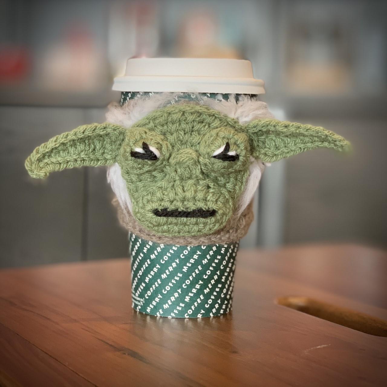 Coffee Sleeve yoda coffee cozy free crochet pattern