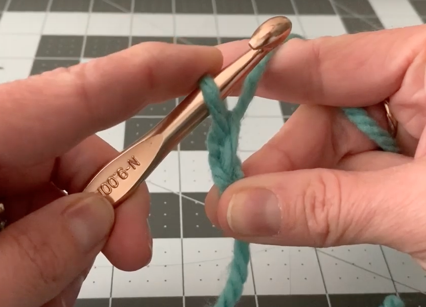 How To Make a Chain (crochet) - In Slow Motion